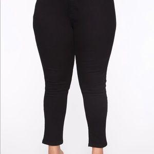 Fashion Nova jeans NEW 18PLUS
